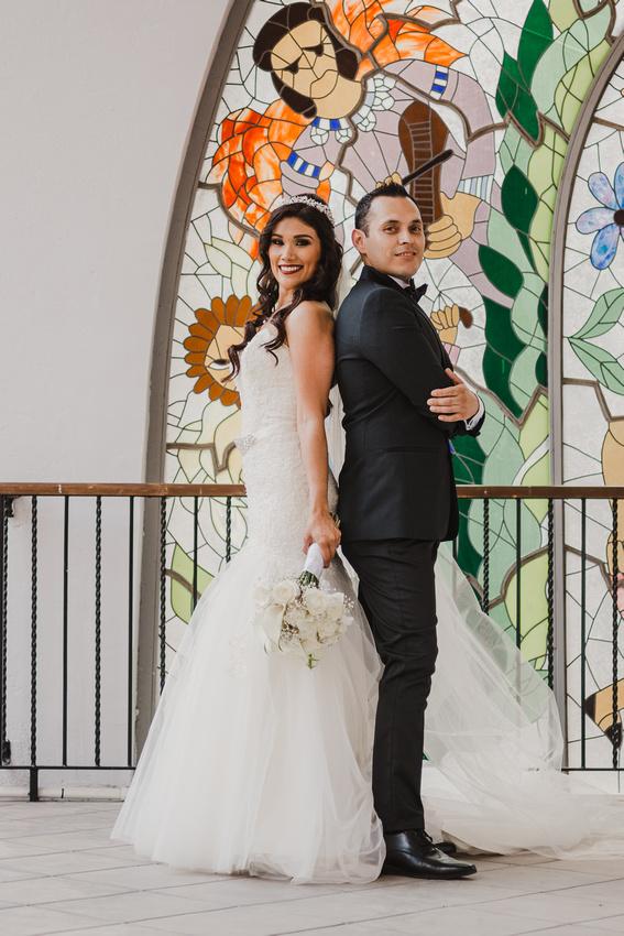 Sesión Formal de Novios - Vicky y Luis por Angel García Fotografía en la Escuela Superior de Musica.y.Danza de Monterrey - Carmen Romano