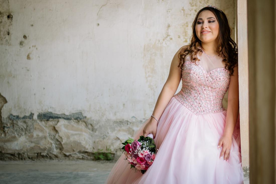 Ximena XV - por Angel García Fotografía  locación Fabrica de Textiles el Porvenir